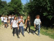 Daniela Donghia conduce il gruppo all'interno di Villa Sciarra