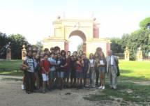 Foto di gruppo all'Arco dei Quattro Venti, costruito sui ruderi di Villa Corsini