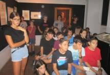 Il gruppo entra al Museo e subito segue con attenzione il discorso di Ciceruacchio
