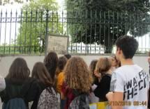 I gruppi arrivano a Villa Spada. Leggono la difesa dei Bersaglieri lombardi e la morte di Luciano Manara