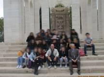 Foto ricordo per la IV D al Mausoleo Ossario