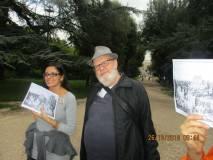 Antonio Cardellini con la prof.ssa Martina Di Napoli mentre spiega i luoghi dipinti da L. Paladini. veterano della Legione Medici