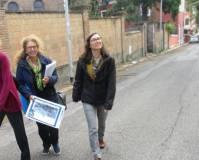 La 1° A della prof.ssa Luisa Sordi verso l'ottavo bastione, da sinistra la nostra dr.ssa Noemi Cavicchia Grimaldi con la giovane prof. Francesca Assennato