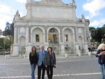 Al Fontanone: Enrico Luciani tra le prof.sse Laura Tanchis e Adriana Di Palma