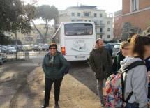 Arrivano in pullman, e subito ci saluta la prof.ssa Maria Toscano