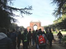 Le due classi verso l'Arco dei Quattro Venti, costruito (Arch. Busiri Vici) sui ruderi di Villa Corini