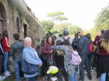 Si raggiunge la piazzola dove già è arrivata la III D con le proff. Ivana Colletta e Rossella Comito