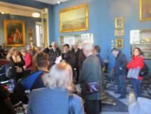 Al Museo Napoleonico, un numero congruo di partecipanti. Al centro del gruppo la prof.ssa Tiziana Di Crescenzo e consorte