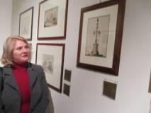 """Nella sala della Repubblica Romana (la prima, 1798-1799) Elena Ivanovici osserva incuriosita """"l'Albero della Libertà"""""""