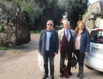 Massimo Capoccetti e Noemi Cavicchia Grimaldi con Enrico Luciani che avvisa: l'appuntamento è spostato