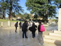 La classe lascia il Mausoleo Ossario