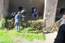 Le feritoie a bocca di lupo viste da sopra le mura