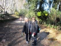 Le prof.sse Concetta Calabrò e  Angelina Rago divertite per la corsa della classe verso il cannone