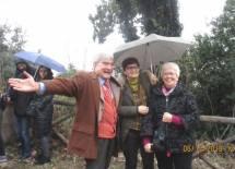 Enrico Luciani soddisfatto: accanto a lui le prof.sse Claudia Bellino e Ivana Colletta