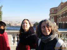 Le prof.sse Isabella Ghedini Ferri ed Elena Angelini osservano la scritta… AQVAE ALSIETINAE