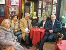 al Bar Gianicolo, da sinistra: Carla Solari, Giovanna De Luca, Enrico Luciani, Elena Sandrelli in Vitali, Michele Vitali