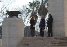 Gemma Guerrini per Roma ed Emiliano Minnucci per la Regione Lazio si preparano per i loro interventi assistiti dalla dr.ssa Mara Minasi della Sovrintendenza Comunale
