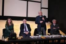 La riunione volge al termine e c'è tempo per le domande del pubblico partecipante