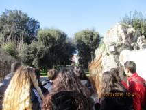 Si entra a Villa Pamphili per visitare i luoghi della battaglia del 3 giugno 1849