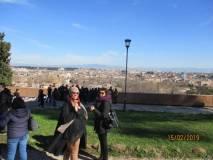 Le proff. sse Vanessa Piccari e Anna Maria Giacomi al Belvedere della Costituzione della Repubblica romana