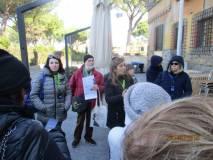 Parla Alessandra, accanto a lei le altre due guide: Mario e Luana