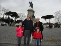 Anche Massimo Capoccetti arriva al Gianicolo con moglie e nipotini… bellissimi, bravi!!!