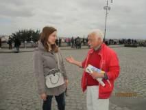 """Giorgia Mancini subito dopo la visita è intervistata dal """"decano combattente"""" del Gianicolo"""