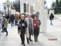 Lasciato il Gianicolo si arriva al Mausoleo: Enrico Luciani tra Ines Pietracci e Giovanna De Luca