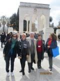 Mariapaola si avvia a San Pietro in Montorio, con lei Ines Pietracci, Enrico, Giovanna De Luca e Noemi Grimaldi