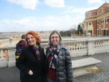 Un bel panorama di Roma alle spalle delle prof. Antonella Barresi e Laura Cannizzaro