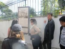 Gli alunni professori: si legge il pannello Villa Spada sui combattimenti e la morte di Luciano Manara