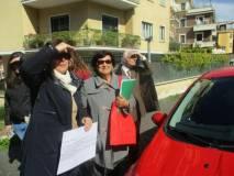 Non lo vedono neppure la prof.ssa Antonella Sparano e Vittorio Verginelli… (Giovanna sorride, divertita)
