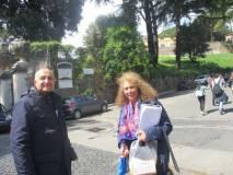 Il prof. Paolo Vidau e Noemi Grimaldi entrano al Parco Gianicolense