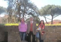 Enrico Luciani in foto al sesto bastione tra le prof.sse Vincenzina Dima e Carmen Faggiano