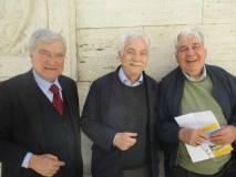 """Enrico Luciani saluta il medico Mario Costa con il quale si intrattiene per parlare di progetti a Villa Sciarra e su Agostino Bertani """"il medico degli eroi"""""""