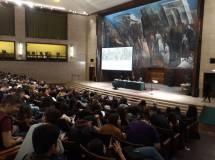 La sala gremita dagli studenti dei licei Tacito e Manara e dall'IPPSEOA Amerigo Vespucci