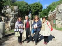 In attesa, all'ingresso di villa Pamphili: Daniela Donghia, Enrico Luciani, Noemi Cavicchia Grimaldi, Giovanna De Luca