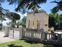 Il Mausoleo Ossario, oggi è aperto. E' dedicato ai CADUTI PER ROMA (1849-1870)
