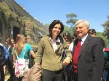 """E' il """"battesimo del fuoco"""" per la prof.ssa Daniela Gigante, accanto a lei Enrico Luciani- già artigliere"""