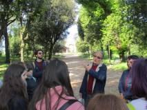 Massimo Capoccetti inizia la visita guidata sui luoghi delle battaglie