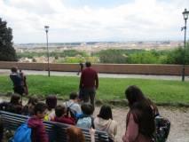 Massimo Capocceti spiega la Costituzione del 1849 incisa sul parapetto del Belvedere. Che panorama!!!