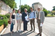 E' al lavoro il gruppo azione giovani, Andrea fa pure da staffetta… è con loro, il prof. Antonio Bultrini