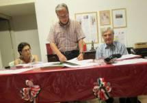 Al tavolo della Presidenza, da sinistra: il segretario verbalizzante Giovanna De Luca, il presidente dell'assemblea Massimo Capoccetti, Enrico Luciani il presidente dell'associazione