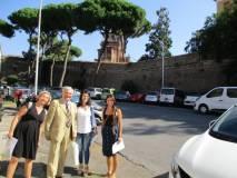 Sotto l'ottavo bastione: da sinistra, la prof. Laura Del Vecchio, Enrico Luciani, Angela M. Lollobrigida, e la prof. Loredana Rubeis