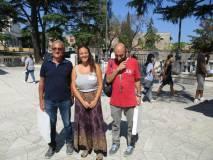 Al Mausoleo foto ricordo per la giovane Giulia, tra Massimo Capoccetti e Roberto Calabria
