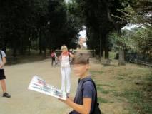 Un giovane vuole leggere la composizione dell'Esercito DEI ROMANI