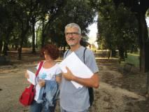 Il prof. Claudio Marchesano con la prof.ssa  Maria Grazia Orfei sul viale dei combattimenti del 1849