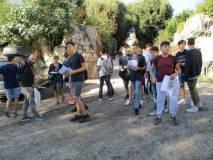 I ragazzi ricevono il materiale dato in omaggio dalla nostra associazione A. Cipriani e Comitato Gianicolo