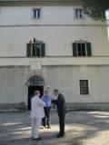 """Francesco Luciani saluta  i conferenzieri Giampiero Caglianone e Piero Simonetti, coautore del volume """"GARIBALDI IN MAREMMA"""""""