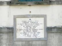 Rileggiamo la lapide su casa Guelfi  che ricorda il passaggio  di Garibaldi e Leggero